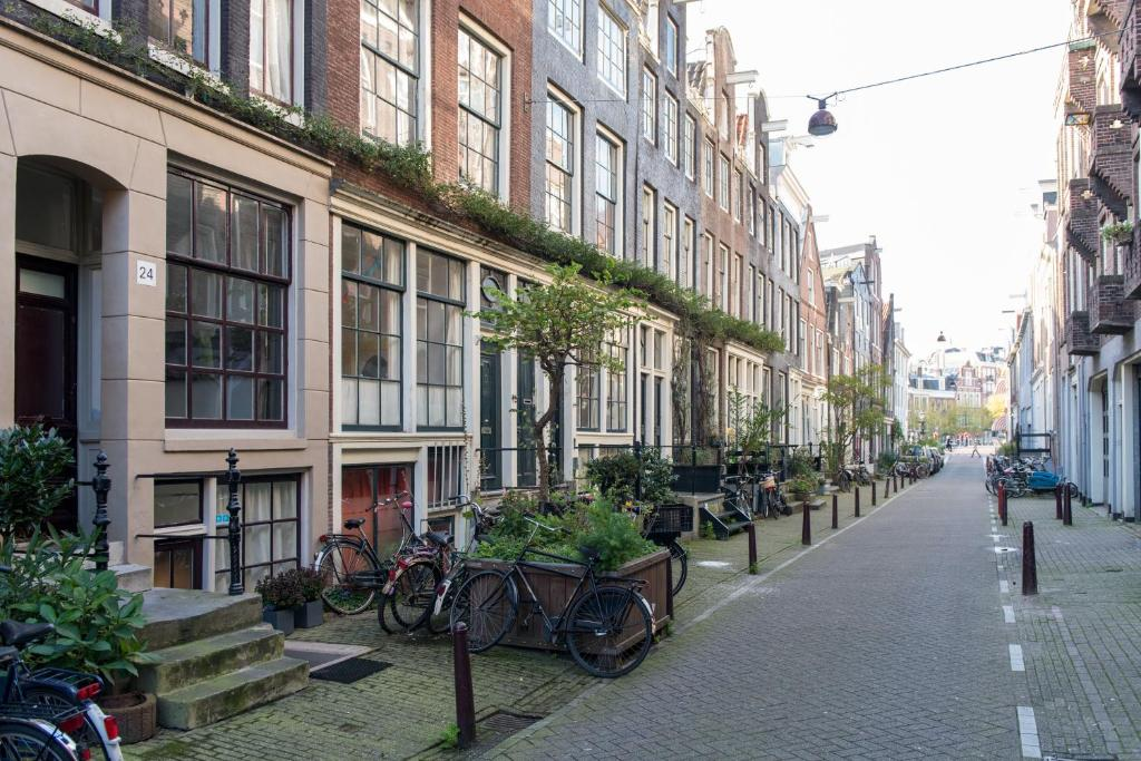 L 39 home apartment amsterdam netherlands for Low cost apartments amsterdam