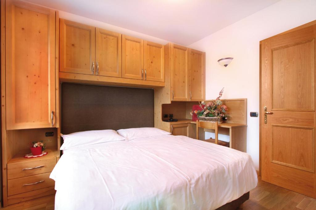 Family Hotel Il Caminetto Canazei Italy Booking Com