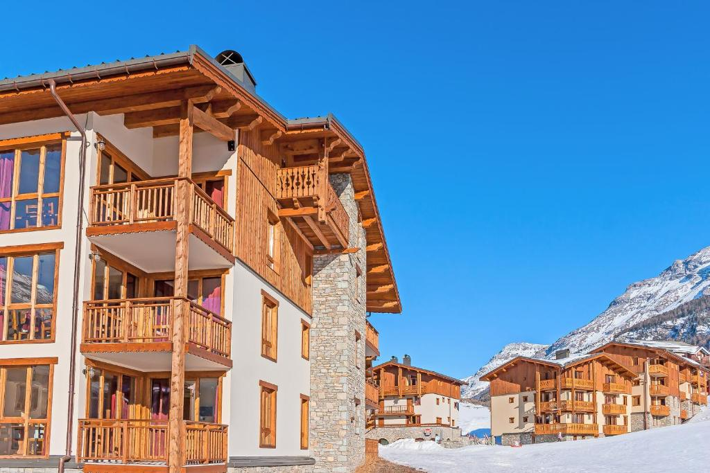 Balcons val cenis village france lanslevillard for Piscine lanslevillard