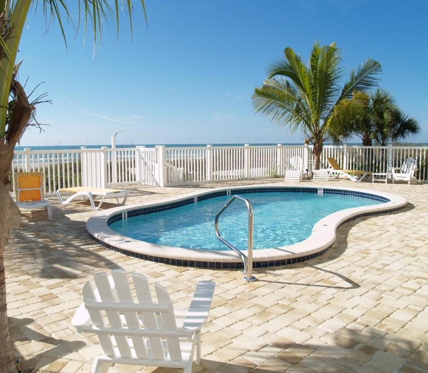 Sunset Park Apartments: Sunset Villas, Clearwater Beach, FL