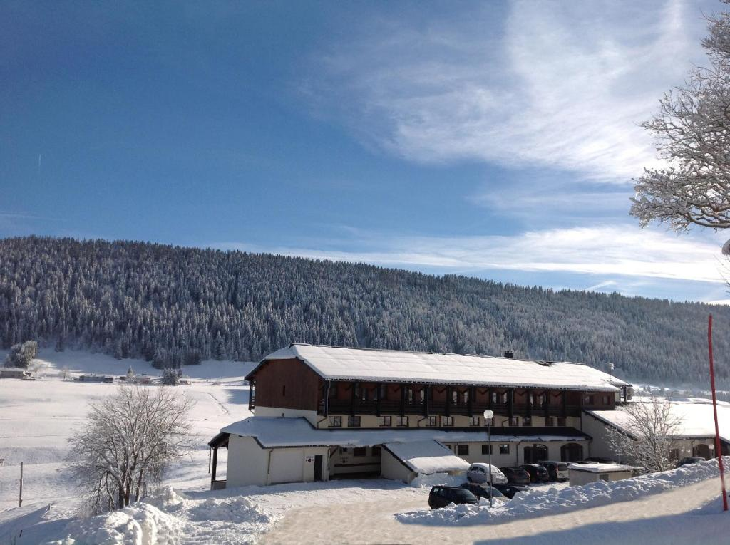 Hôtel Club Le Risoux during the winter