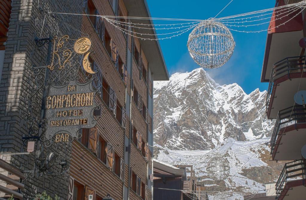 Hotel Da Compagnoni during the winter