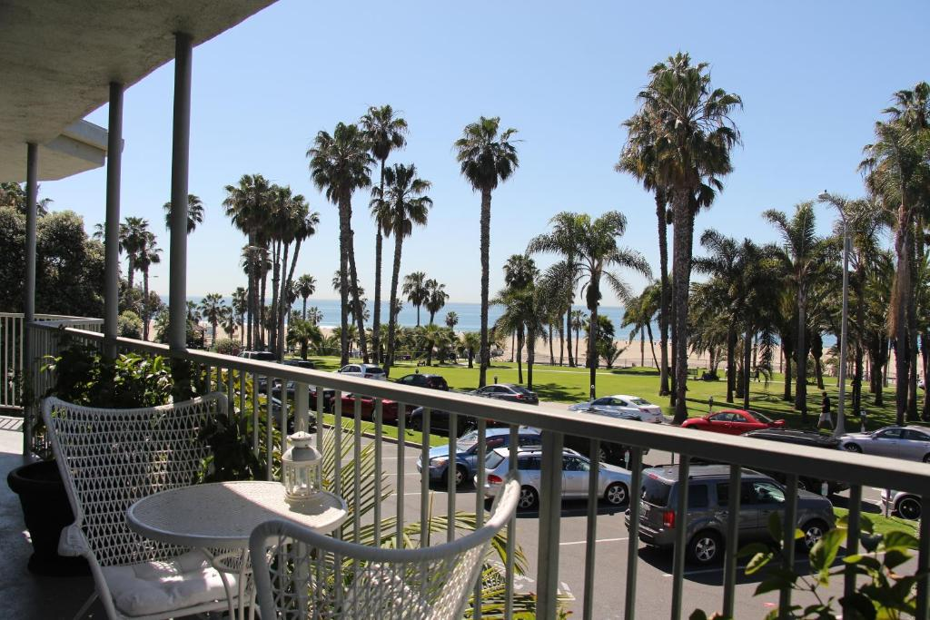 A balcony or terrace at Bayside Hotel