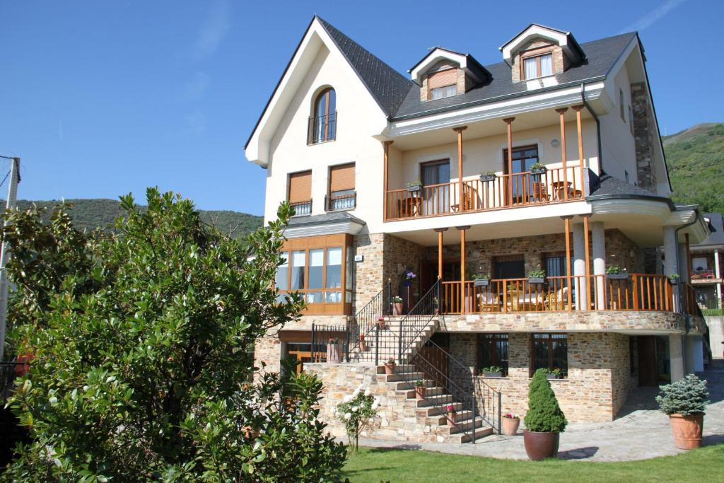 boutique hotels in corullón  1