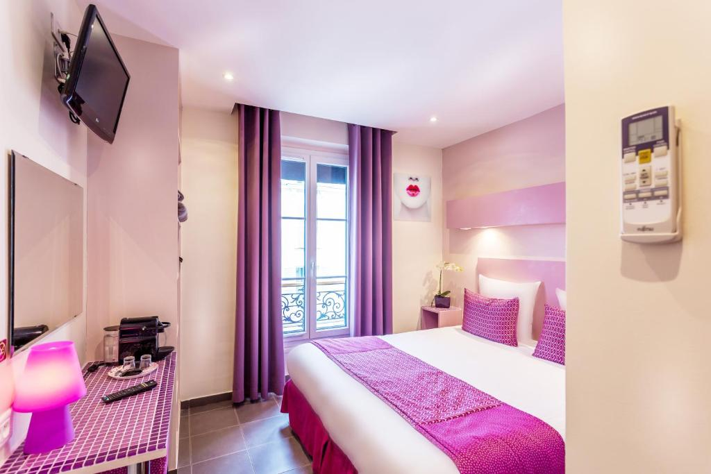 A Bed Or Beds In Room At Pink Hotel