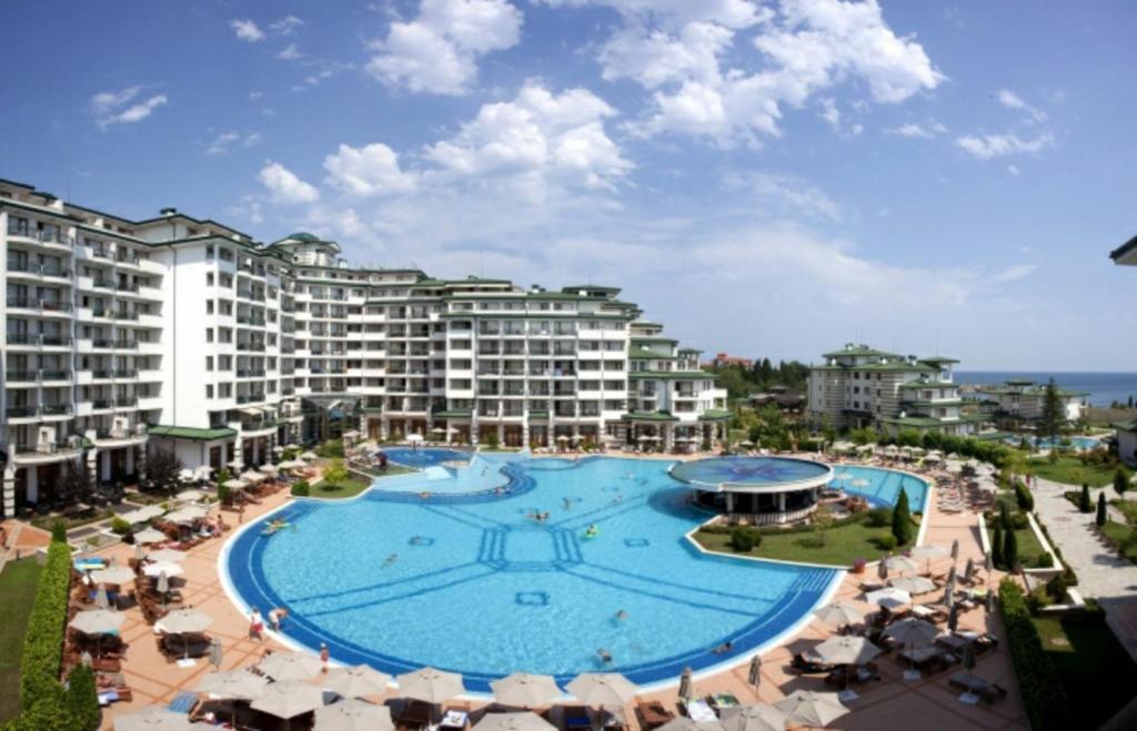 Апартамент Emerald Resort Studios - Равда