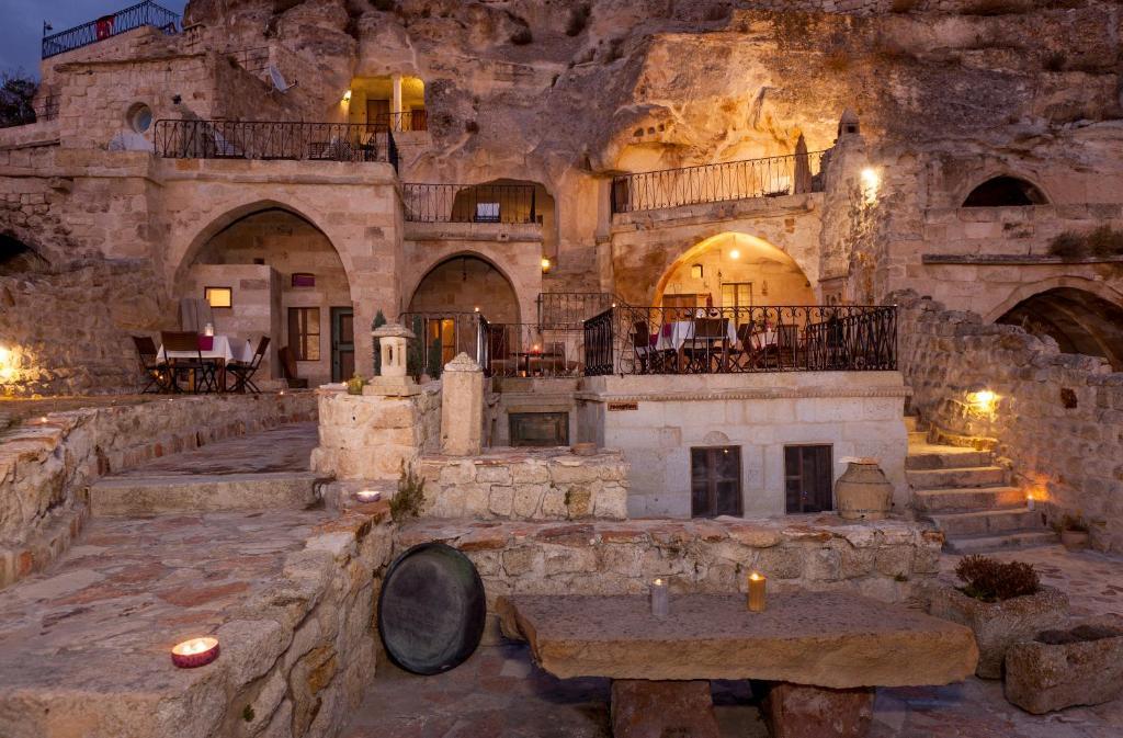 Tüm Hakları Saklıdır © Kapadokya Lodge Ürgüp Yolu Uçhisar Yol Kavşağı Nevşehir - TÜRKİYE, Tel: 99 45, Faks: 50 92 info.