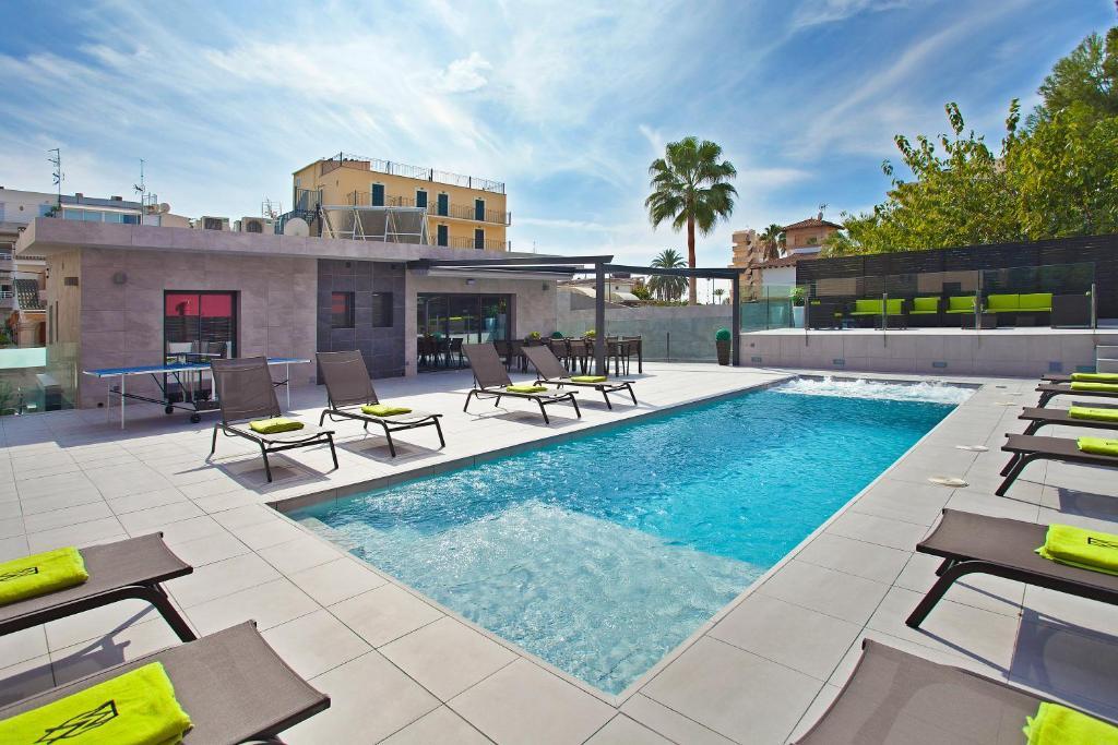 The swimming pool at or near Villa Maravilla