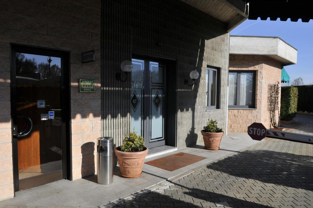 How to remove the bungalow in Vercelli