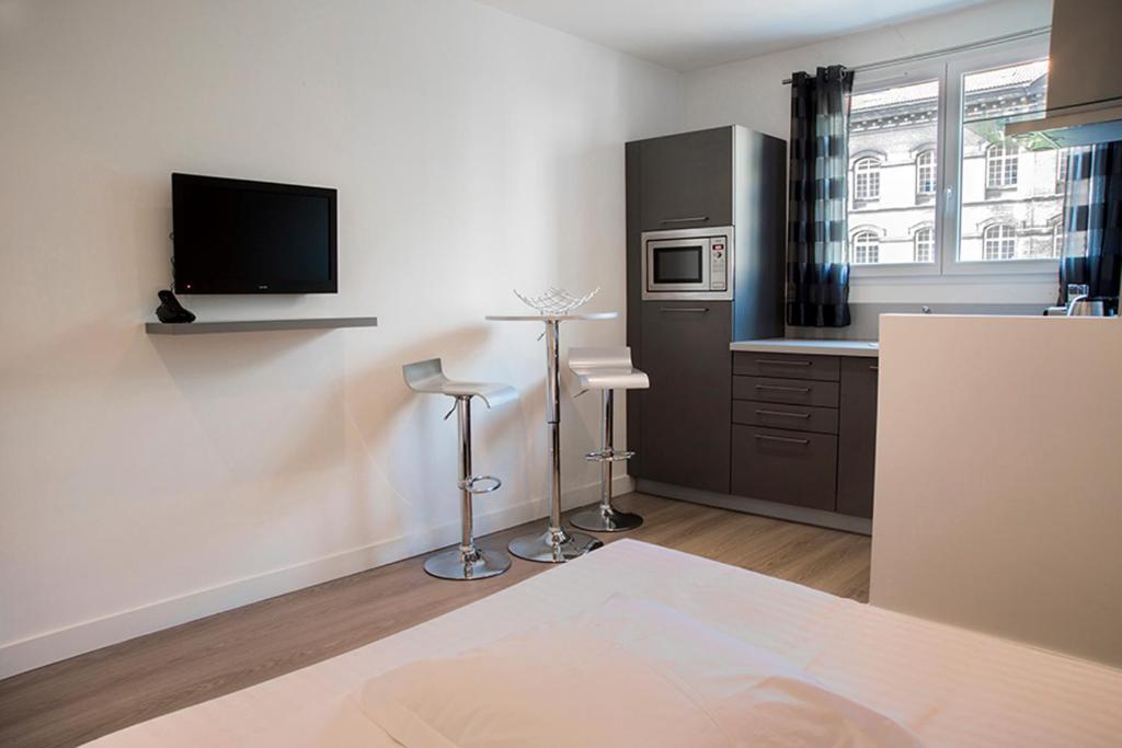 appart coeur de lyon parc t te d 39 or vitton lyon tarifs 2018. Black Bedroom Furniture Sets. Home Design Ideas