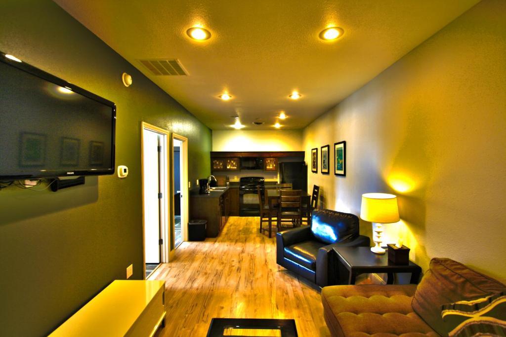 City loft apartments billings mt bookingcom for Nyc loft apartments