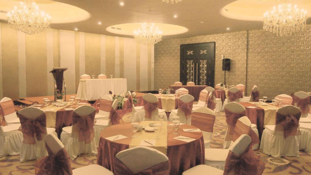 Sapphire sky hotel serpong indonesia booking junglespirit Images