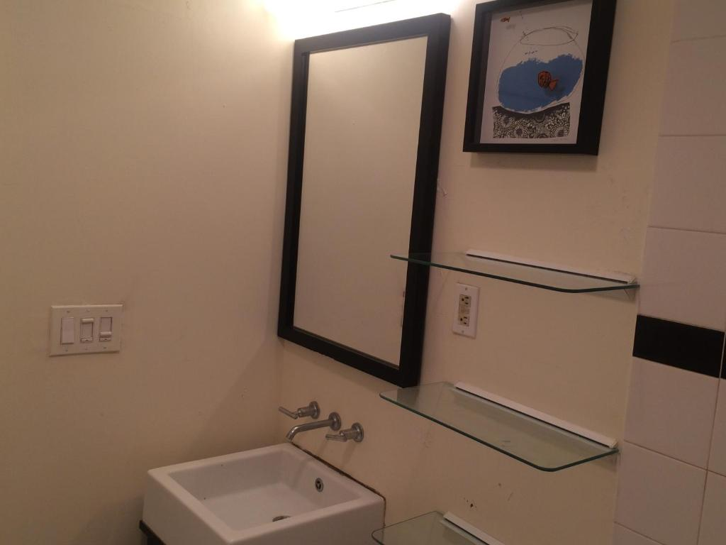 Beautiful NYC Two Bedroom Apartment, New York City (USA) Deals