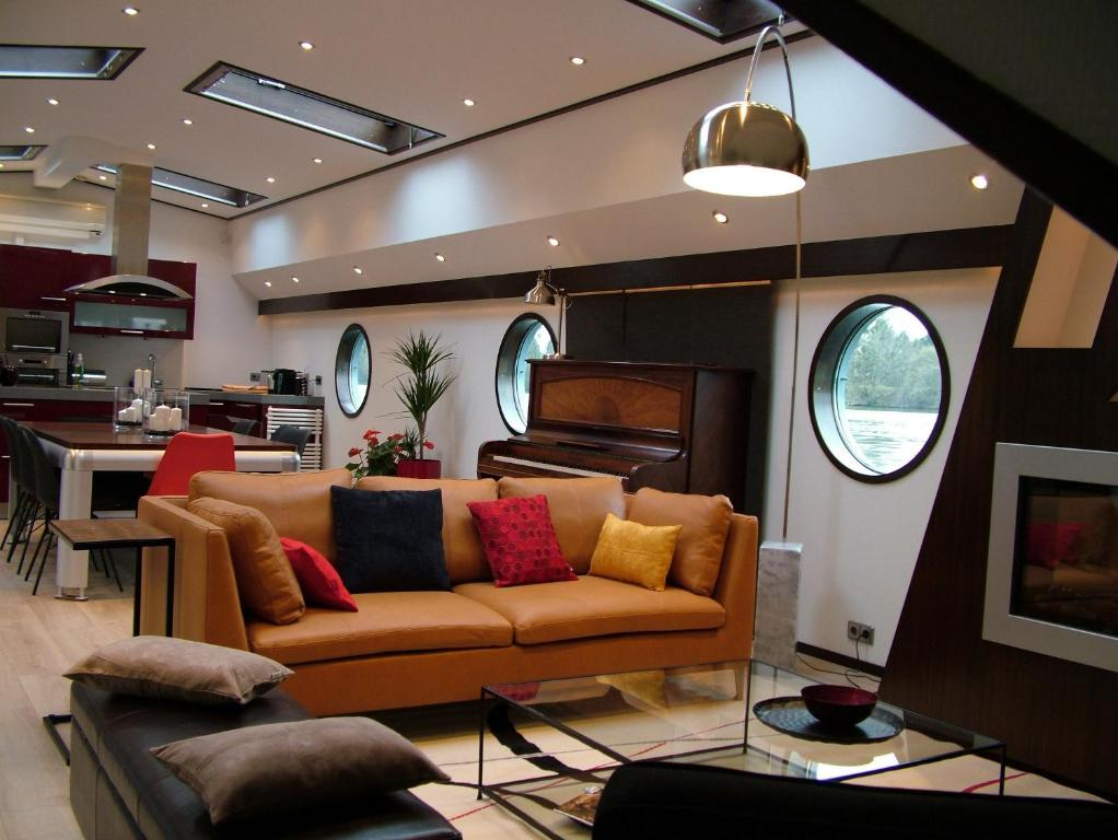 maison de vacances g te seine loftboat france la frette sur seine. Black Bedroom Furniture Sets. Home Design Ideas