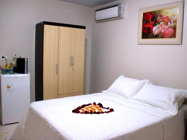 A bed or beds in a room at Pousada Requinte