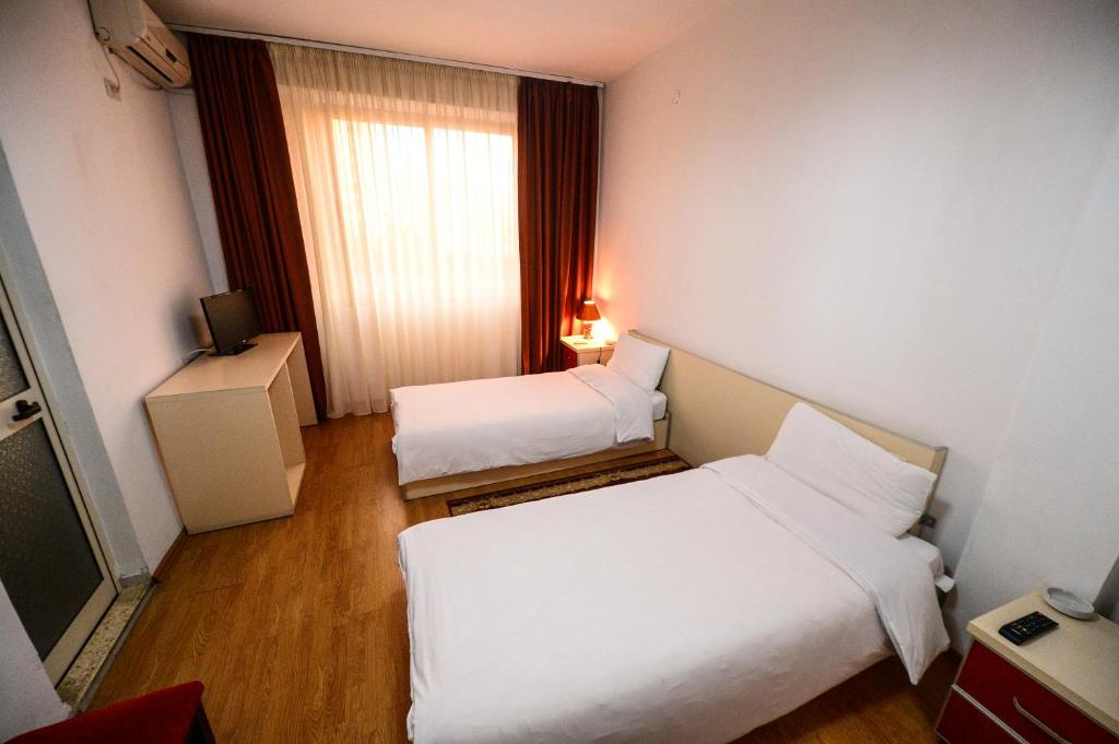A bed or beds in a room at Hotel Argenti