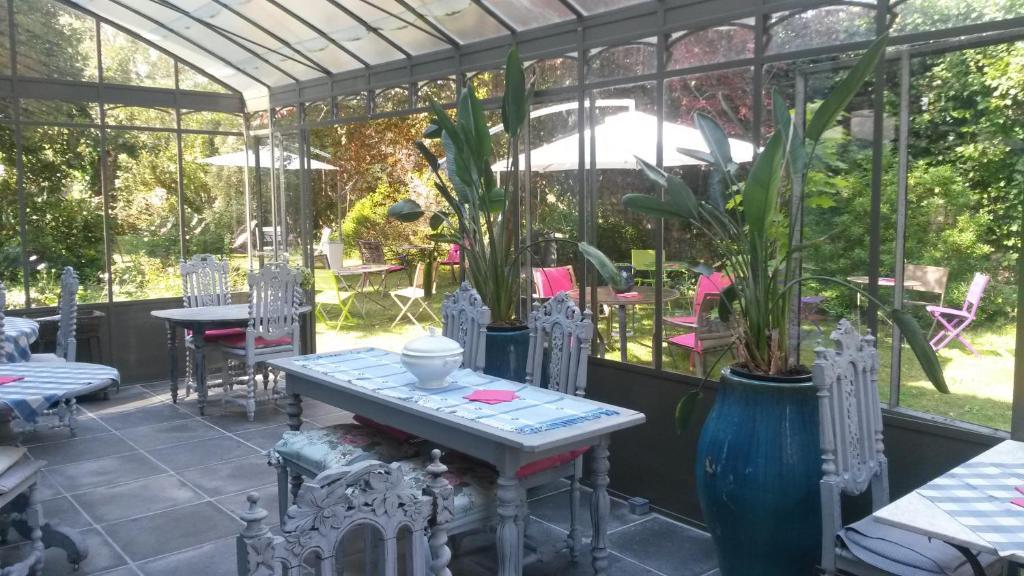 Restaurant ou autre lieu de restauration dans l'établissement Maison d'Hôtes La Guérandière