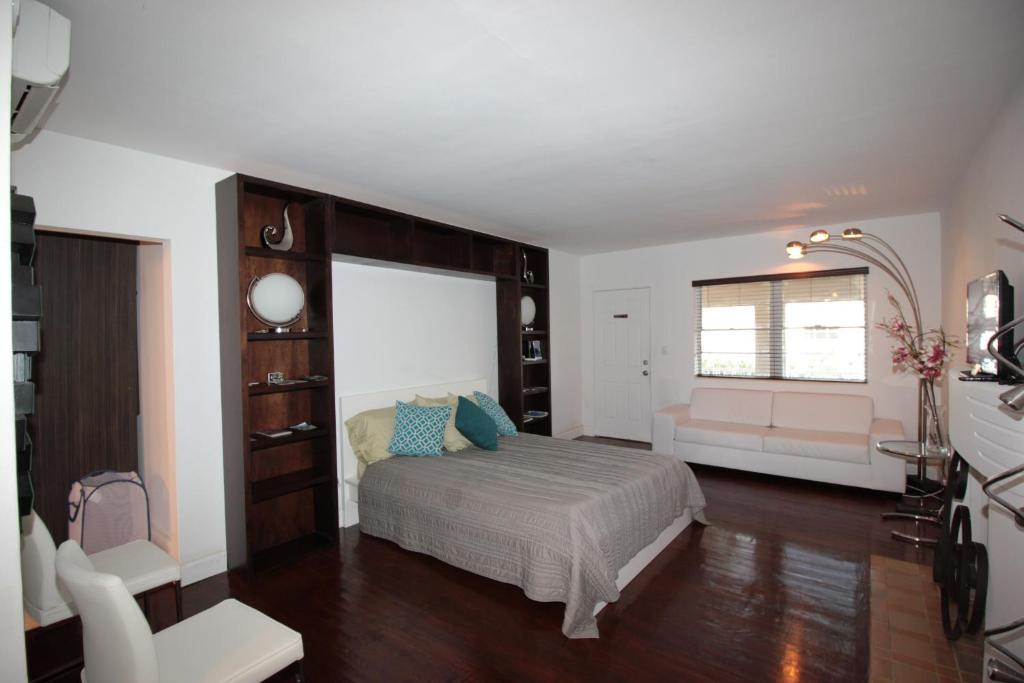 Miami Beach Studio Apartment, FL - Booking.com