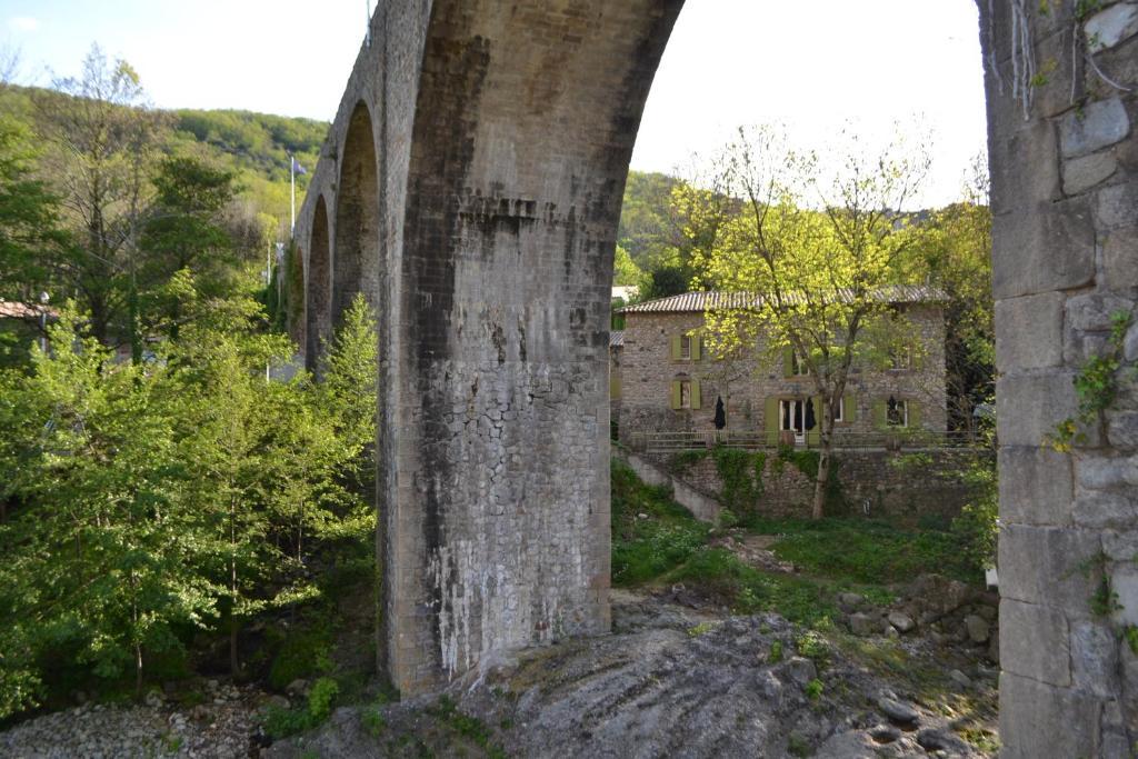 B&B / Chambres d\'hôtes Maison Sous Le Pont (France Meyras ...