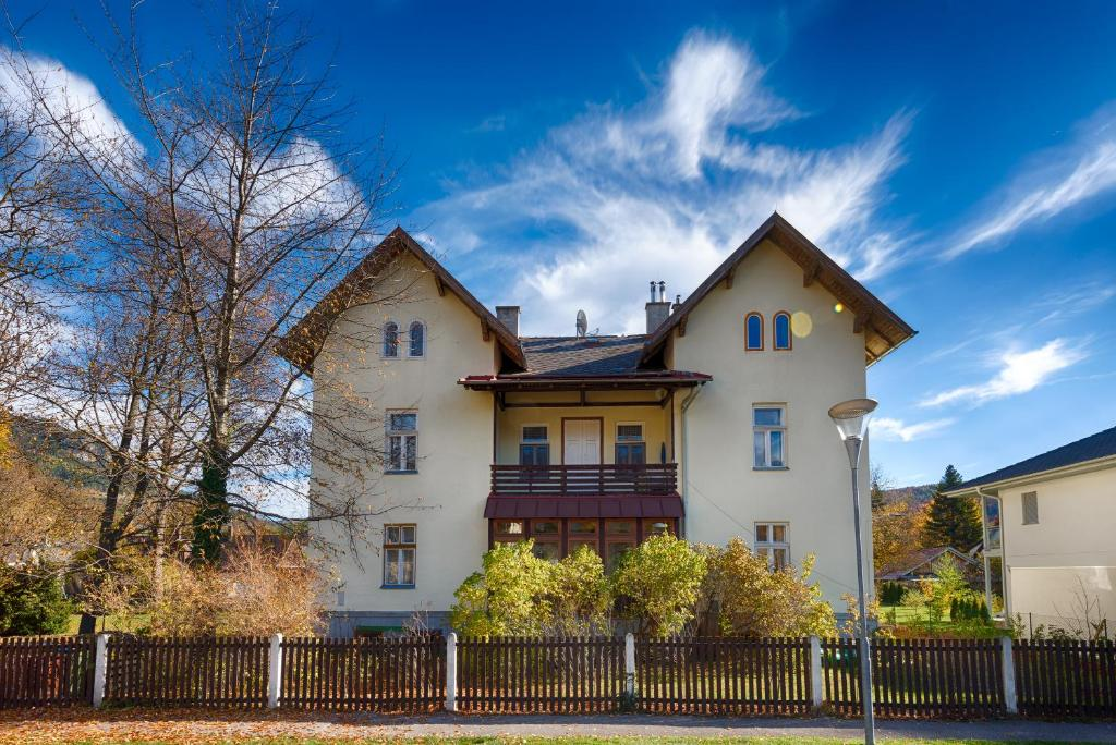 Ferienwohnung Landhaus Blauer Spatz (Österreich Reichenau) - Booking.com