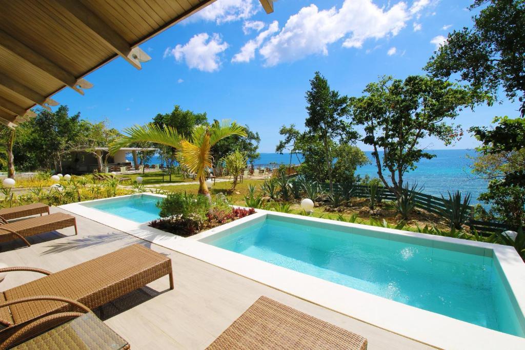 The swimming pool at or near Bohol Shores