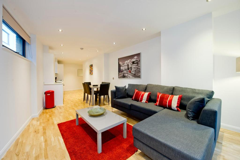 A seating area at Tooley Street Apartments
