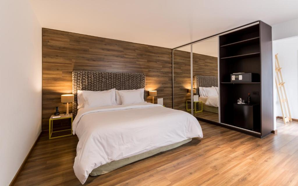 A bed or beds in a room at Azur Real Hotel Boutique