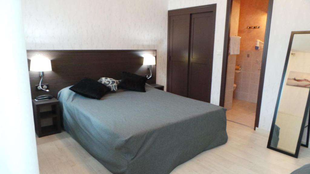 Ein Bett oder Betten in einem Zimmer der Unterkunft Hotel La Renaissance