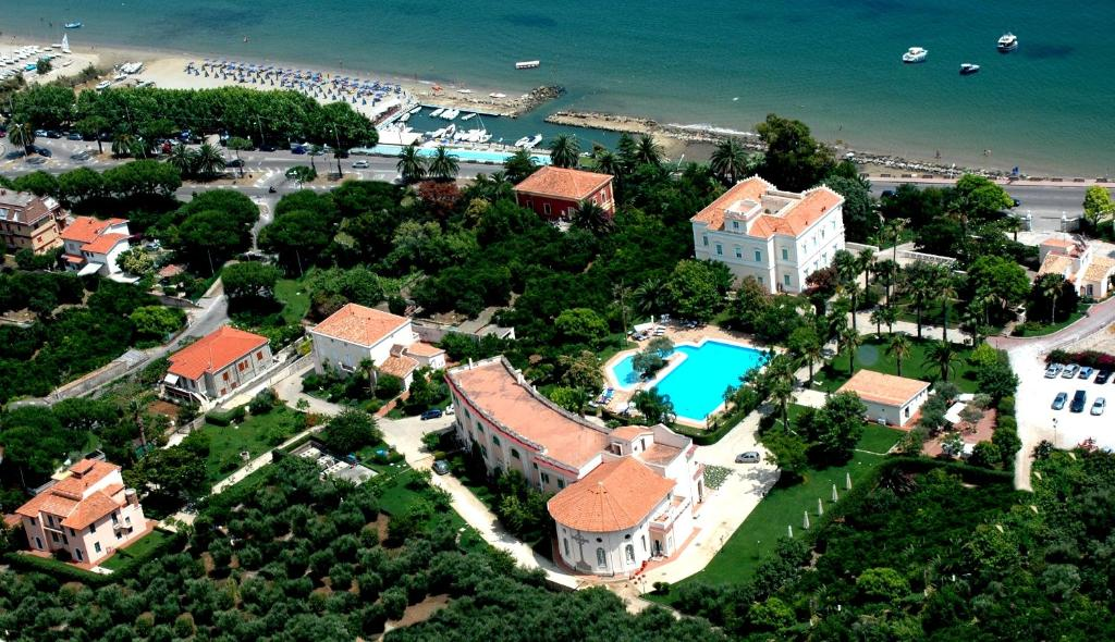 A bird's-eye view of Villa Irlanda Grand Hotel
