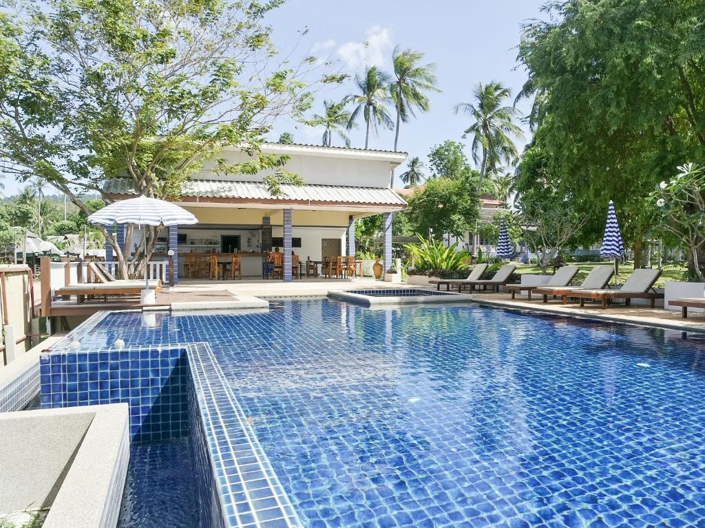 The swimming pool at or close to Soontreeya Lanta