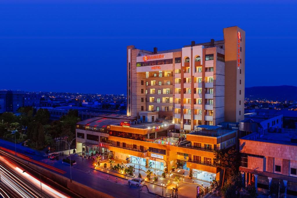 Adult Guide in As Sulaymaniyah