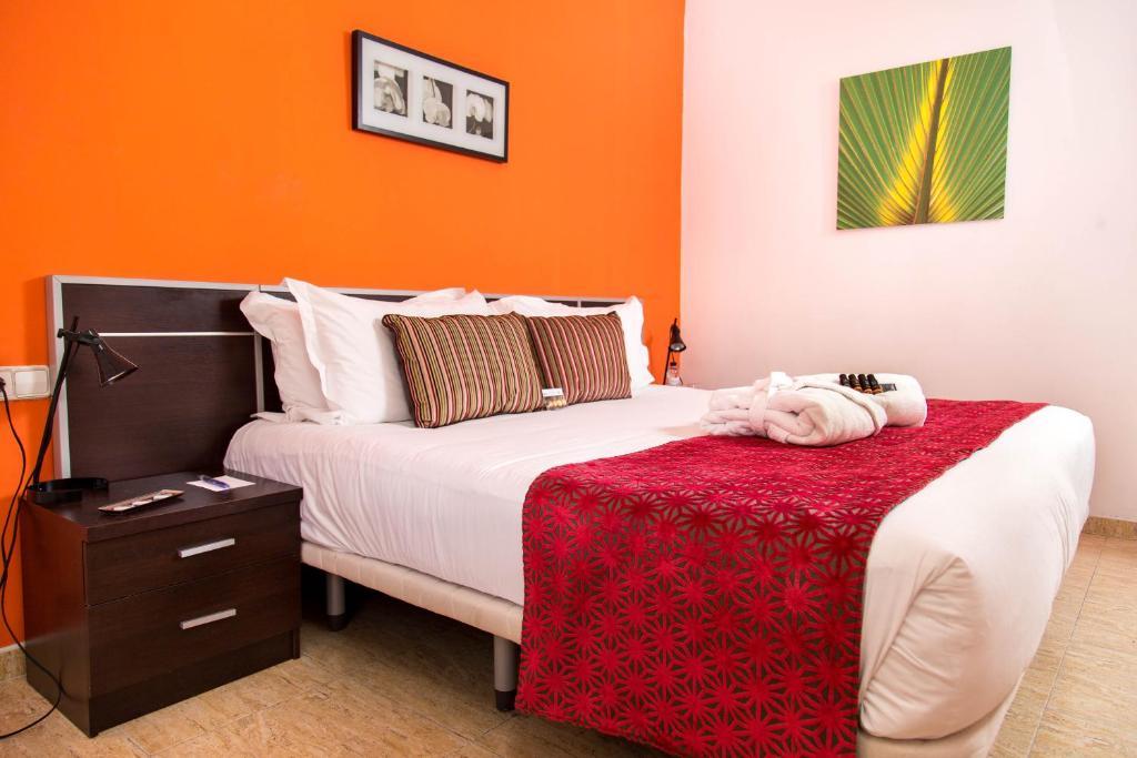 A bed or beds in a room at Apartamentos Plaza Espanya