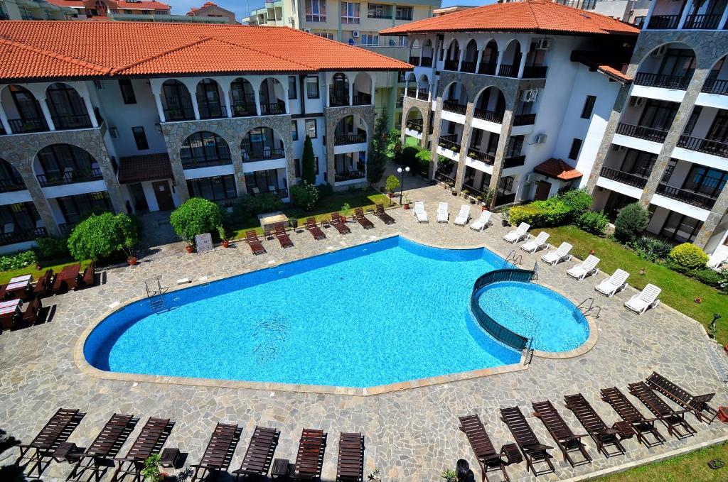 Uitzicht op het zwembad bij D&S - Severina Hotel of in de buurt