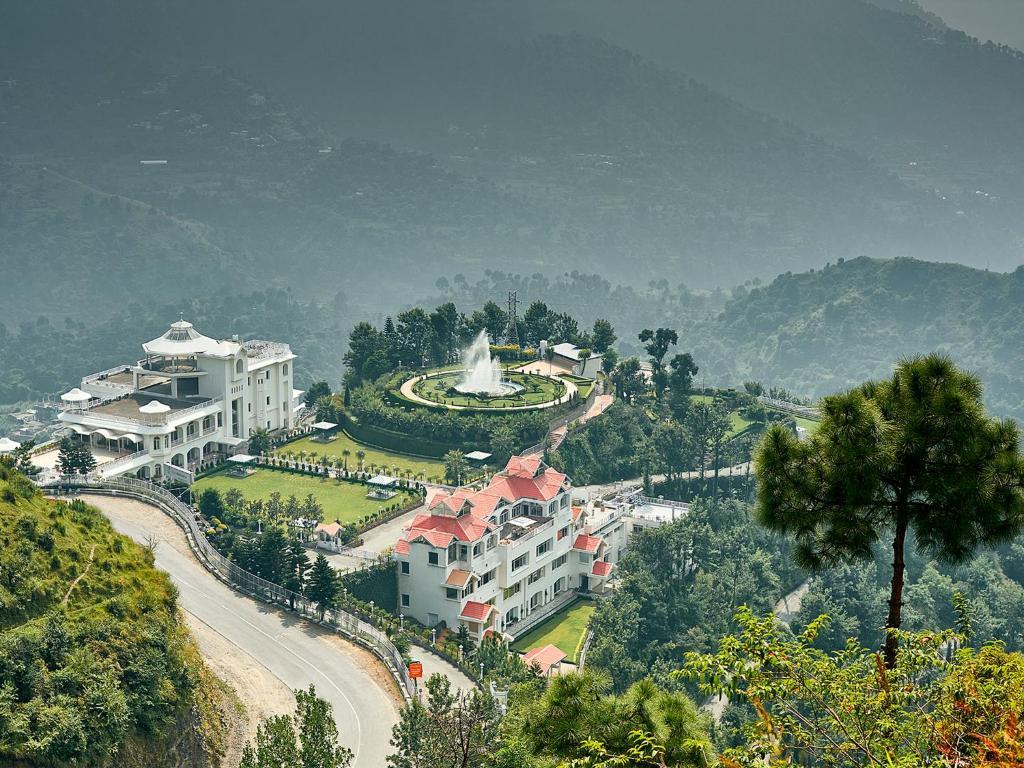Resort Club Mahindra Kandaghat Kandāghāt India Booking Com
