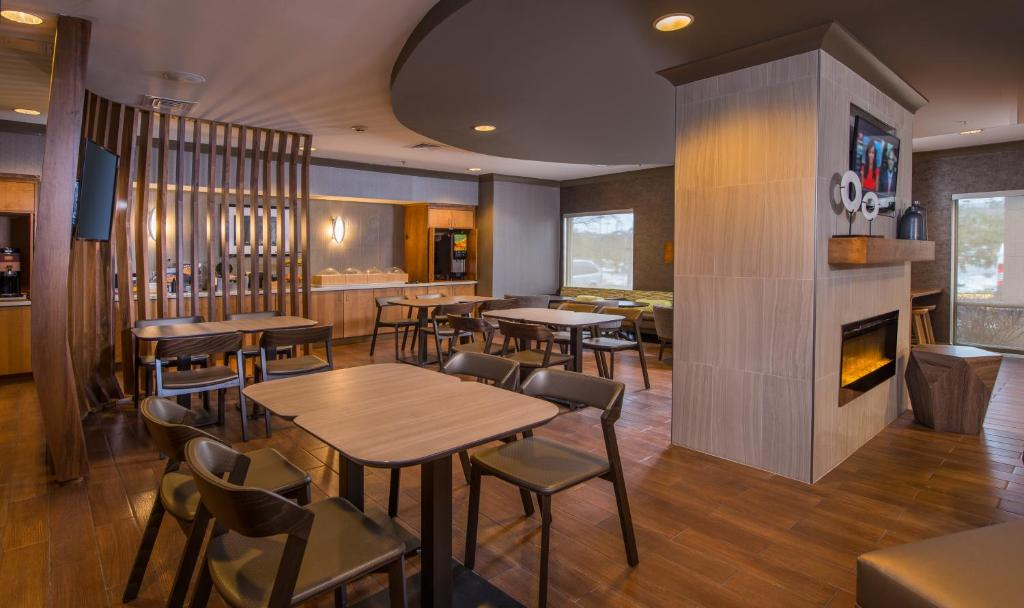 Hotel springhill suites herndon va booking gallery image of this property solutioingenieria Choice Image