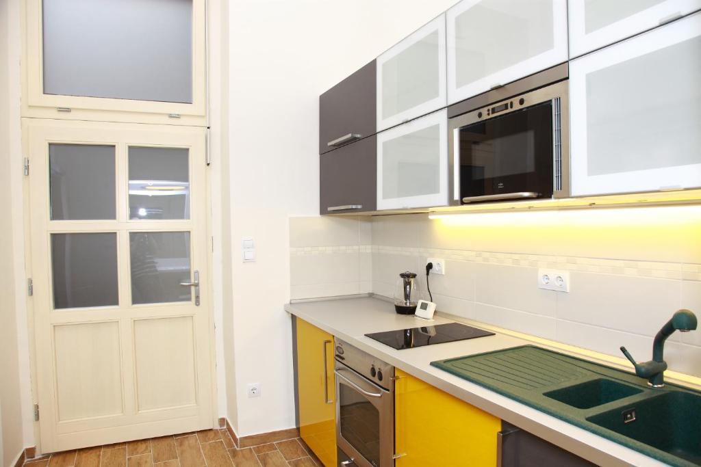 A kitchen or kitchenette at Flat On Andrássy Avenue