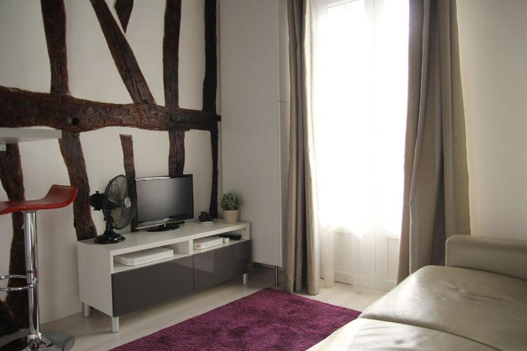 huoneisto studio quartier latin notre dame ranska. Black Bedroom Furniture Sets. Home Design Ideas