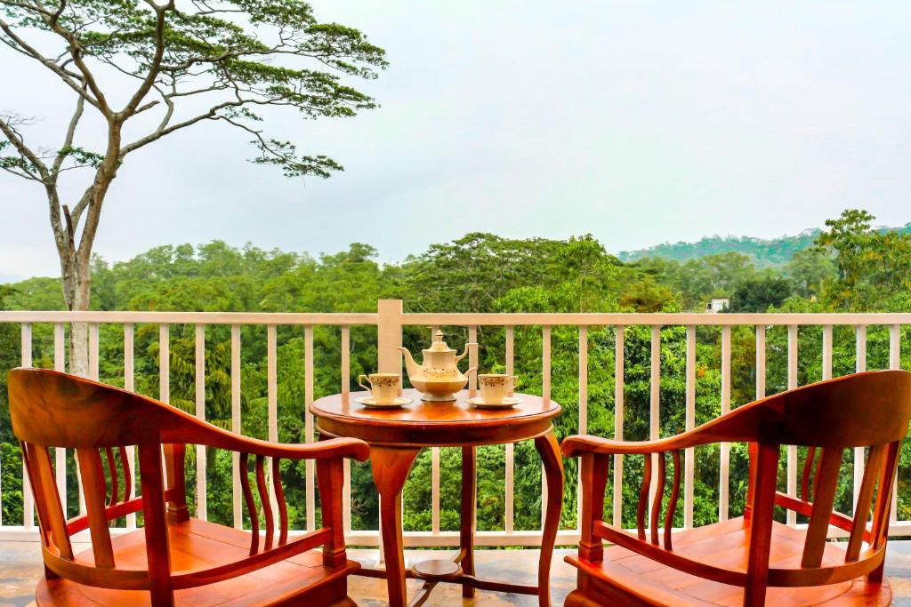 A balcony or terrace at Bee View Home Stay