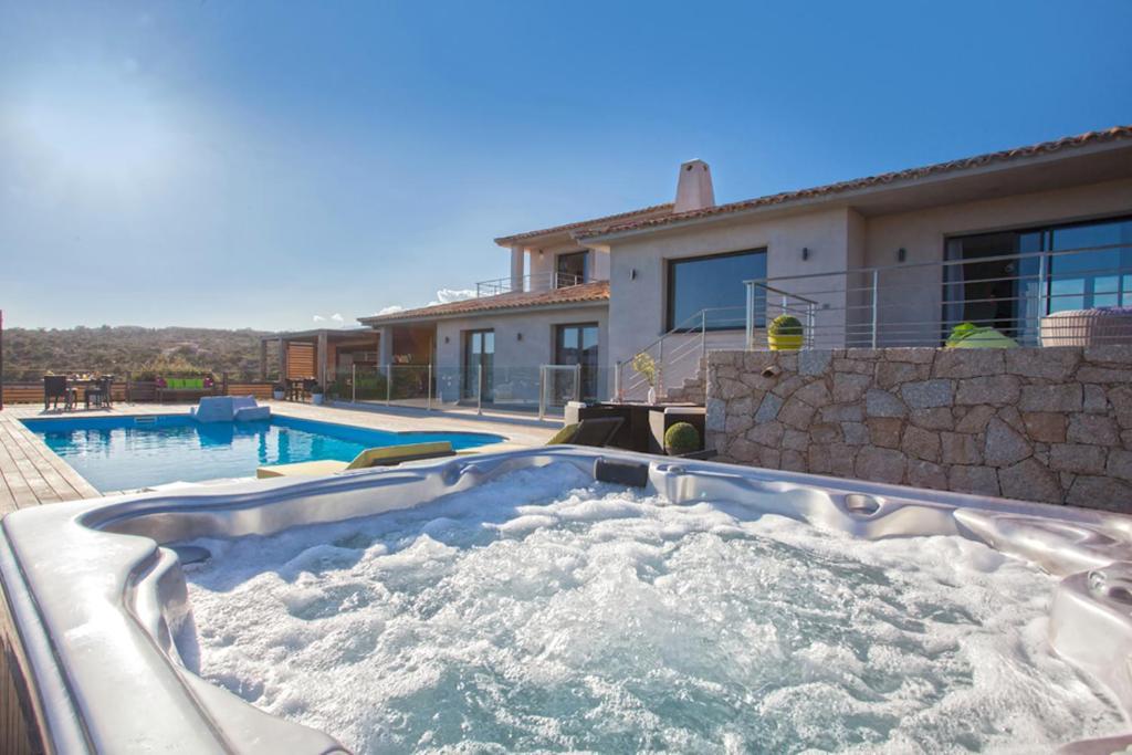 The swimming pool at or near Chambre d'hôtes Casa di l'Oru