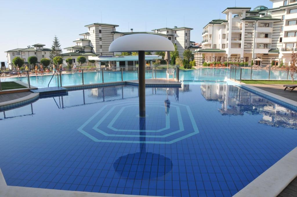 Апартамент Emerald Beach Resort & СПА CTS - Равда