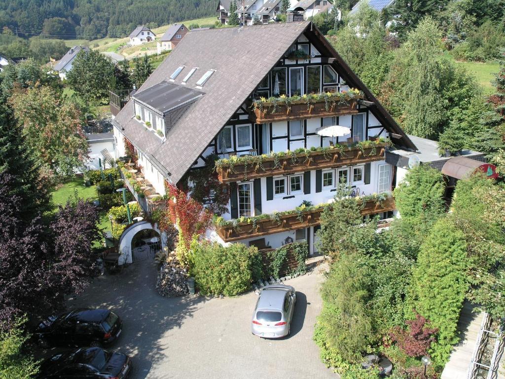 Blick auf Landhotel Grimmeblick aus der Vogelperspektive