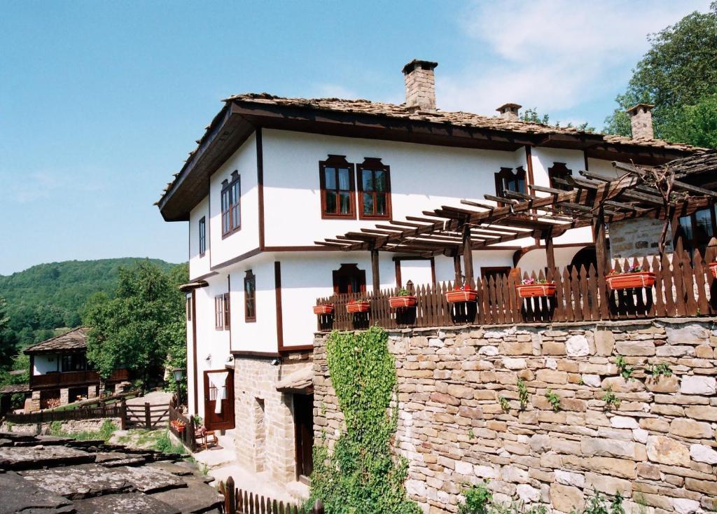 Ваканционна къща Parlapanova Guest House - Pool Access - Боженци