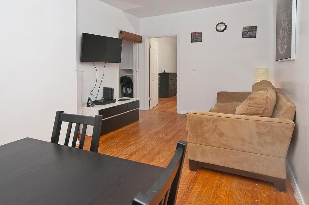 Spacious 2 Bedrooms Apartment Times Square New York City Ny