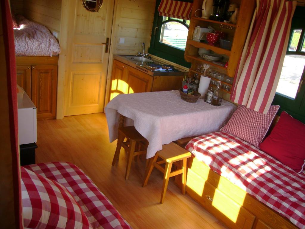 La Grange De Campaulise Camping Mazan France Booking Com # Table Grange France