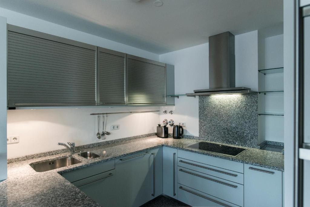 ferienwohnung luxus penthouse kurf rstendamm deutschland. Black Bedroom Furniture Sets. Home Design Ideas
