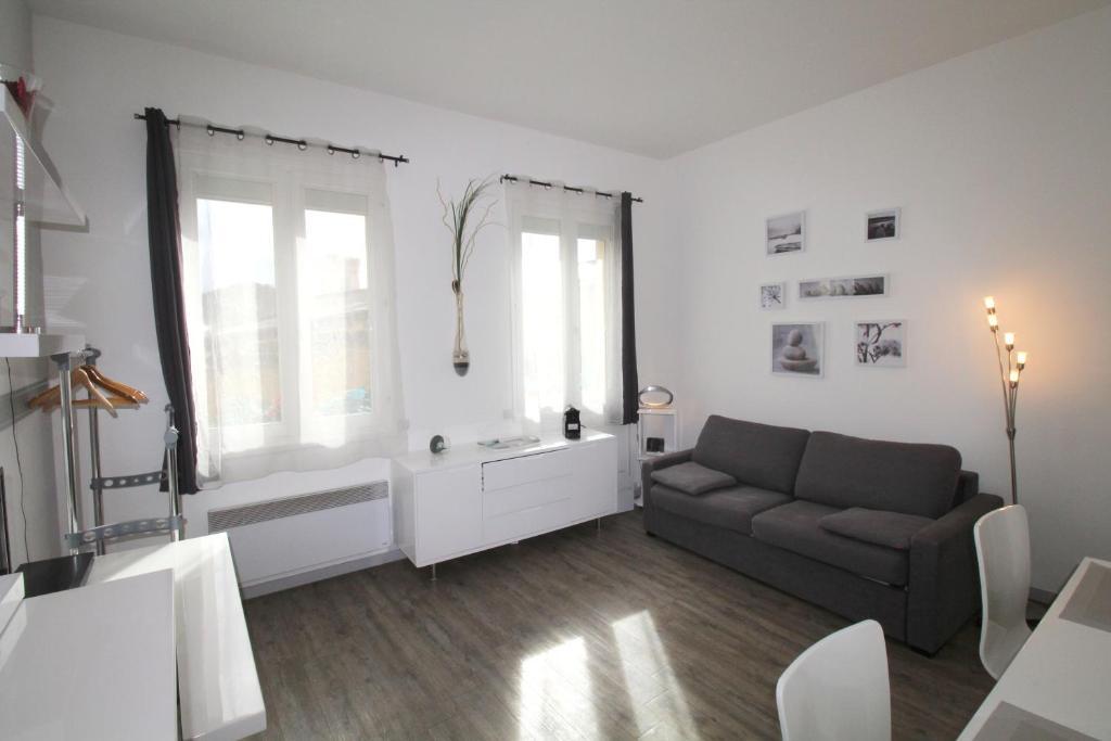 Appartement bordeaux place pey berland france bordeaux for Appartement cathedrale ybh bordeaux