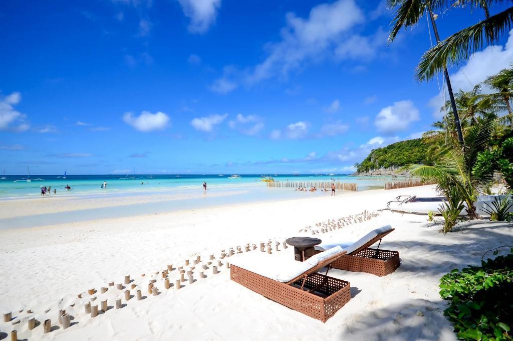 descriptive essay about boracay beach
