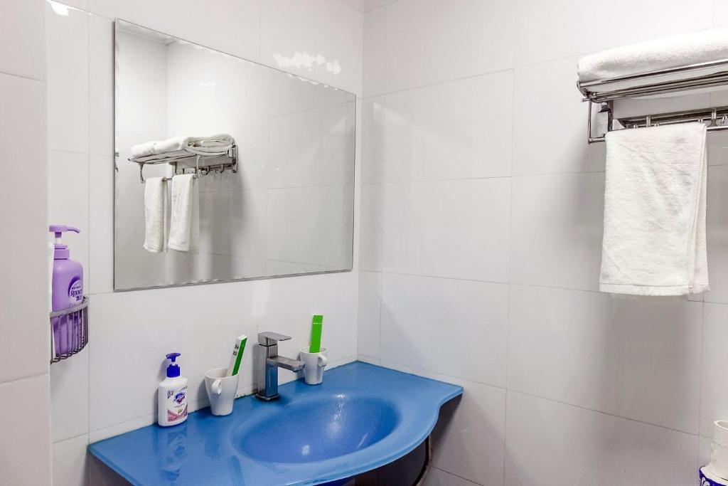 A bathroom at Shenzhen Reeger Apartment