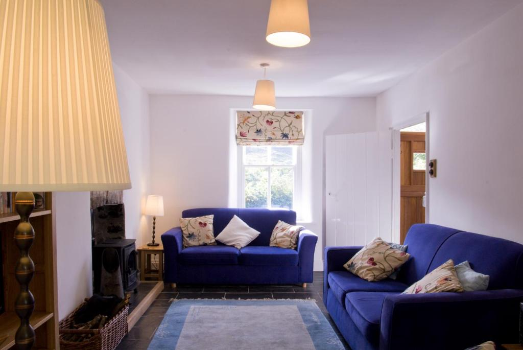 A seating area at Bronfelin & Troed-y-Rhiw Holiday Cottage