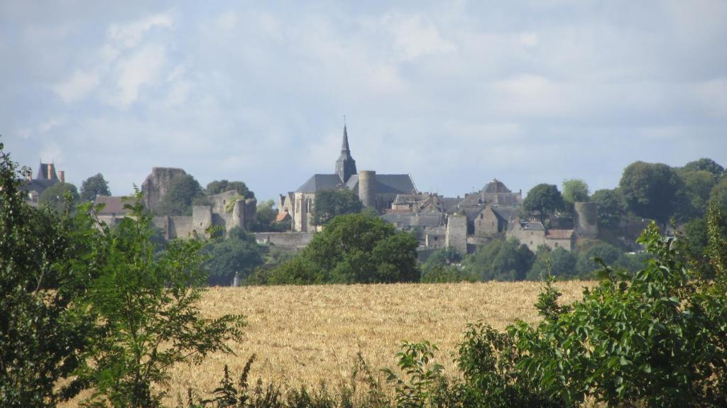 Bed And Breakfast Le Ravelin Sainte Suzanne France Booking Com